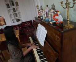 あるホテルでピアノを弾いていた時に撮ってもらった写真です